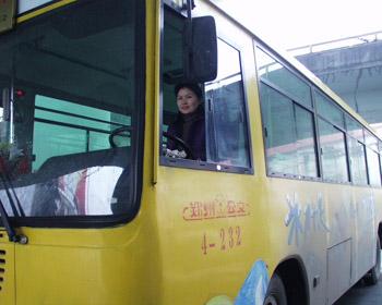 英語 登 上公交車高清圖片