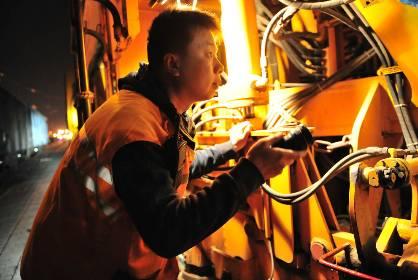 郑州工务机械段卡控夜间转场安全