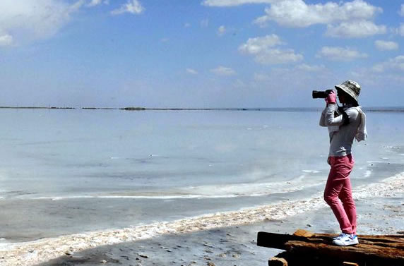 如青海的察尔汗盐湖,茶卡盐湖,新疆的巴里坤盐湖以及山西运城盐湖等