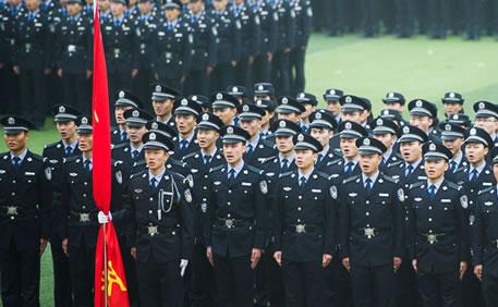 河南警察学院举行最大规模军训阅警