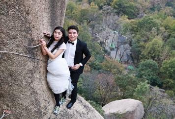 懸崖上的婚紗照