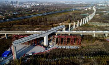 鄭萬高鐵萬噸T構橋橫跨京廣高鐵轉體成功