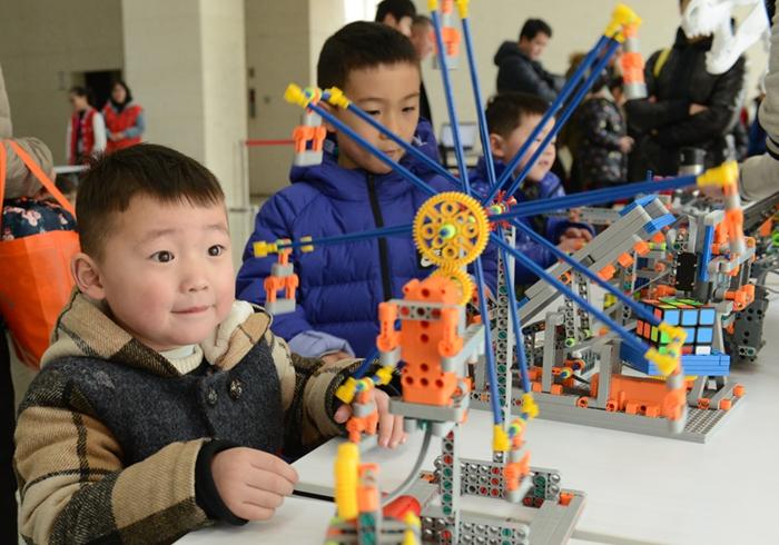 鄭州:創客嘉年華受小朋友歡迎