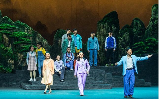 豫劇現代戲《堯山情》在平頂山上演