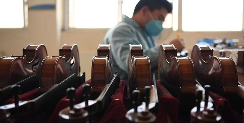 新华VR带您探秘小提琴制作工艺