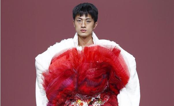 郑州轻工业学院易斯顿美术学院在京举行时装发布会