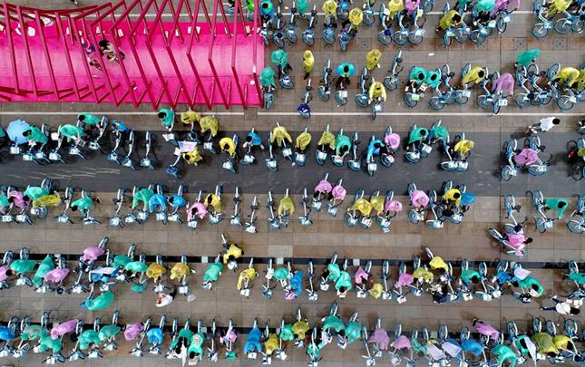【航拍】雨中的色彩 洛阳千人骑行迎旅游日
