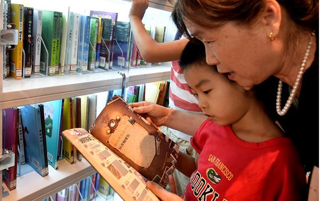 少儿餐厅图书馆亮相郑州
