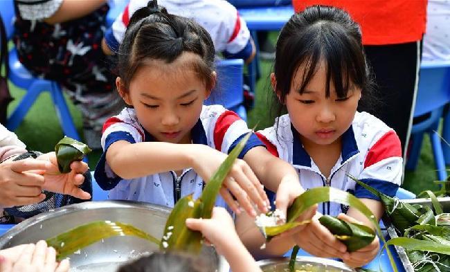 鄭州:幼兒園裏迎端午