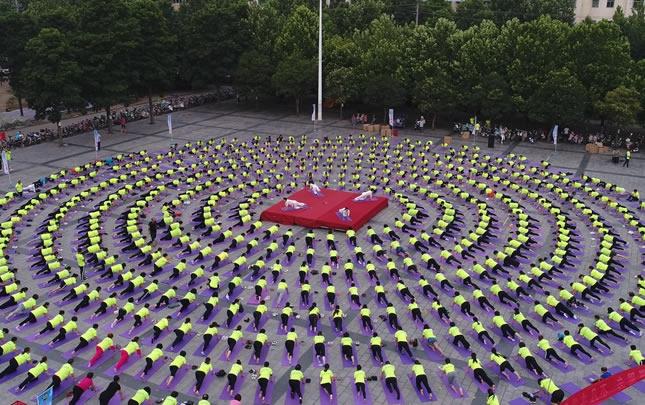 河南温县:千人瑜伽秀