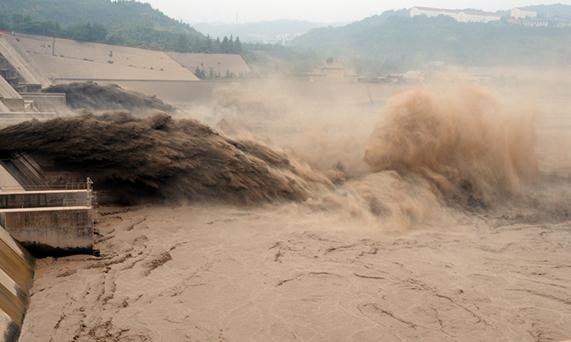 抗洪_黄河防总:通过水库联合调度,确保洪水安全可控-新华网河南频道