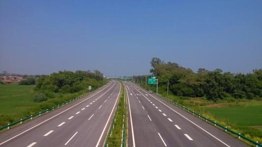 河南警方開展百日安全行動 整治高速交通秩序