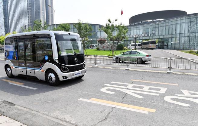 """鄭州:""""智慧島5G智能公交項目""""在公開道路試運行"""