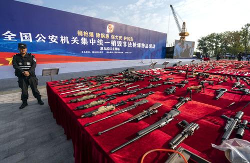 鄭州警方集中銷毀一批非法槍爆物品