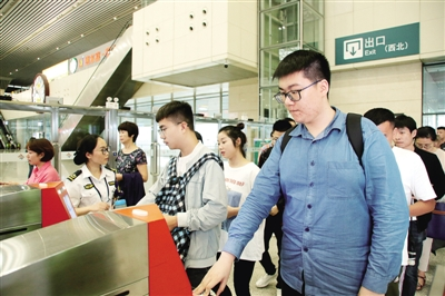 鄭州鐵路加開列車57對預計發送旅客52.2萬人次