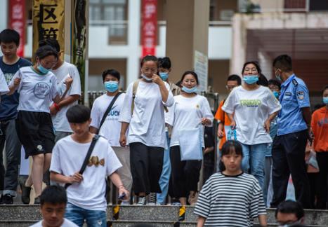 河南省名師點評2020年高考作文 反押題 貼生活 扣主題