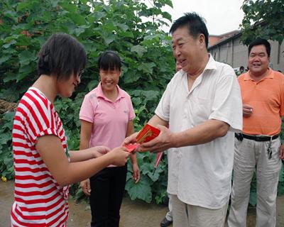 河南4年發放助學金逾33億元 資助貧困學生700余萬人次