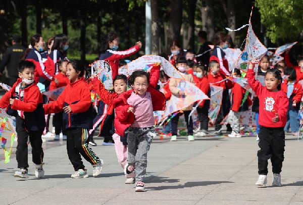 河南許昌:童心向黨 放飛夢想